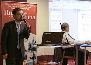 Александр Зайнигабдинов делает доклад
